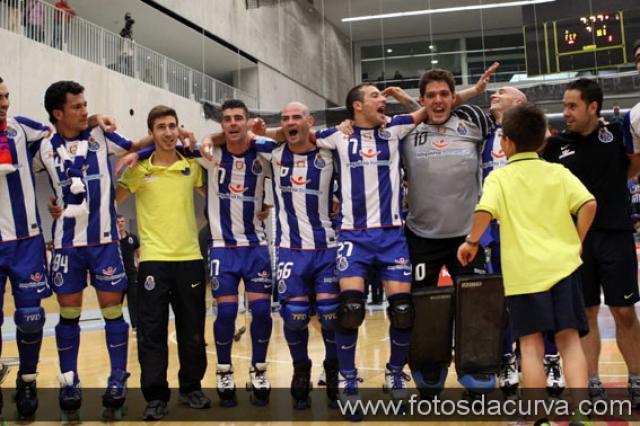 Porto anuncia mais três renovações